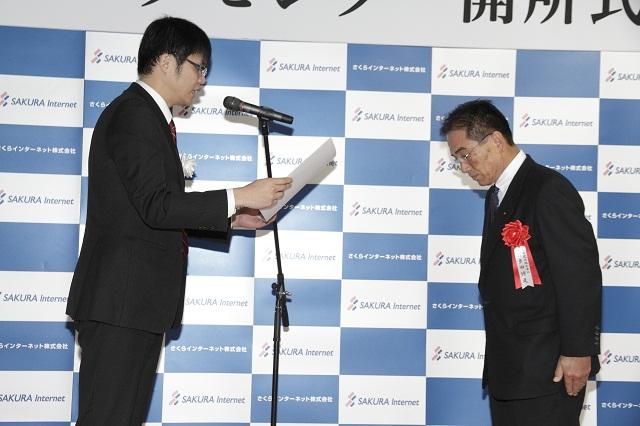 感謝状贈呈/左から、さくらインターネット 代表 田中、大成建設 多田副社長